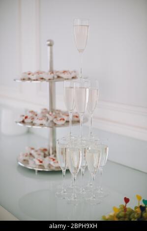 Champagne Pyramid Un Total De 920 Photos Seite 7 à Imageselect